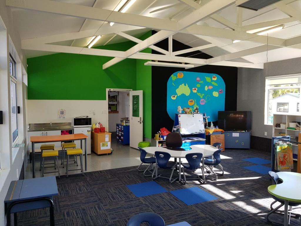 AUTEX wall covering - Vertiface -green and black- classroom